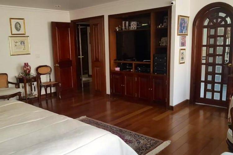 Foto 13 de Apartamento en Bogota Rosales - dos alcobas c/u con baño y vestier