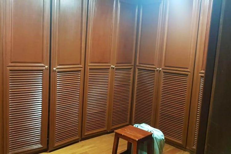 Foto 16 de Apartamento en Bogota Rosales - dos alcobas c/u con baño y vestier