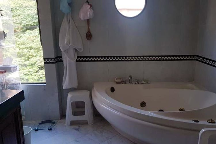 Foto 17 de Apartamento en Bogota Rosales - dos alcobas c/u con baño y vestier