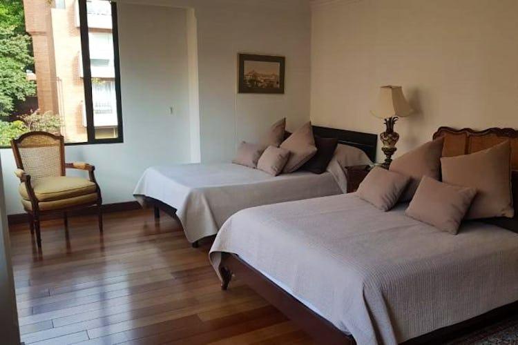 Foto 18 de Apartamento en Bogota Rosales - dos alcobas c/u con baño y vestier