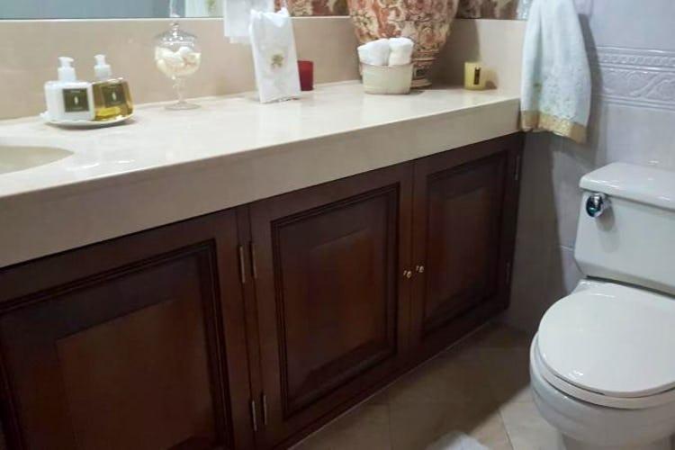 Foto 21 de Apartamento en Bogota Rosales - dos alcobas c/u con baño y vestier