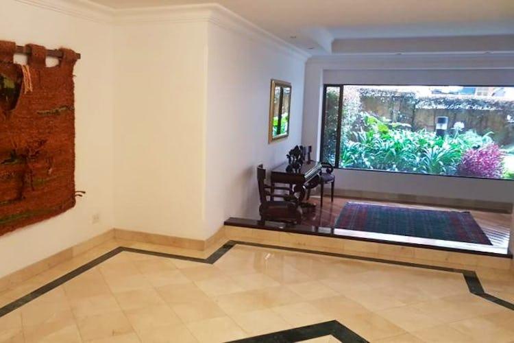 Foto 26 de Apartamento en Bogota Rosales - dos alcobas c/u con baño y vestier