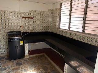 Un cuarto de baño con lavabo y bañera en Casa en venta en Las Flores, de 100mtrs2
