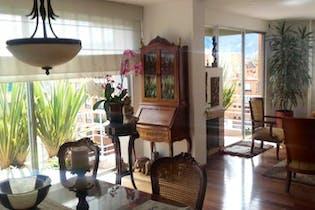 Apartamento En Venta En Bogota Chico Navarra, cuenta con tres garajes.