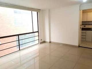 Un cuarto de baño con ducha y lavabo en Apartamento En Venta En Chicó Reservado de 69m2