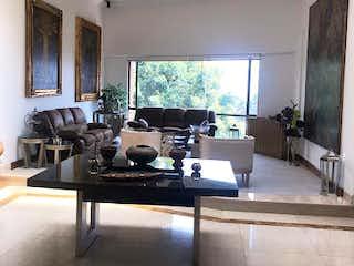 Una sala de estar llena de muebles y una televisión de pantalla plana en Apartamento en Venta en Niza de 450m2