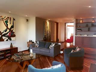 Una sala de estar llena de muebles y una mesa en Apartamento en venta en Bosque Medina