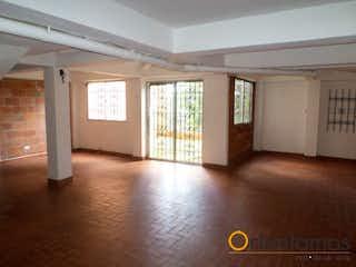 Una sala de estar con un sofá y una alfombra en Casa en venta en Centro, de 205mtrs2
