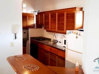 Una cocina con nevera y una estufa en  PORTAL DEL RODEO