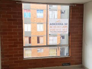 Una ventana que está sentada delante de una ventana en Apartamento en Venta EL TINTAL