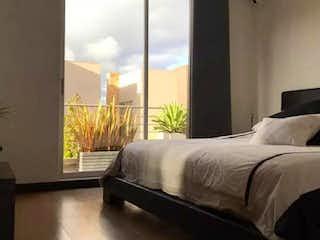 Una cama sentada en una habitación junto a una ventana en CASA VENTTO RESERVADO