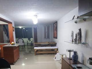 Un cuarto de baño con lavabo y un espejo en GUAYACAN DE LA PLAZA