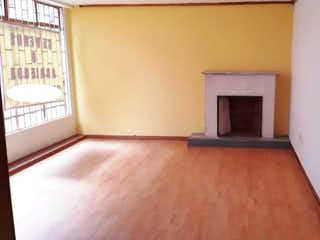 Una sala de estar con una chimenea en ella en No aplica