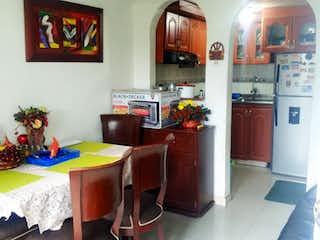 Una sala de estar llena de muebles y una planta en maceta en Casa en venta en el tintal de 55m2
