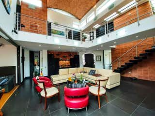Una sala de estar llena de muchos muebles en Condominio Aposentos