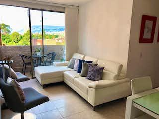 Una sala de estar llena de muebles y una ventana en Apartamento en venta en Las Antillas, 73mt con balcon
