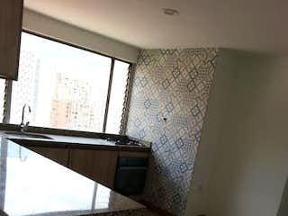 Un cuarto de baño con lavabo y un espejo en EDIFICIO OLIMPO