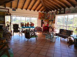 Una sala de estar llena de muchos muebles en Casa en venta en Santa Ana, 250mt