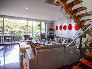 Una sala de estar llena de muchos muebles en Apartamento en venta en El Virrey de dos habitaciones