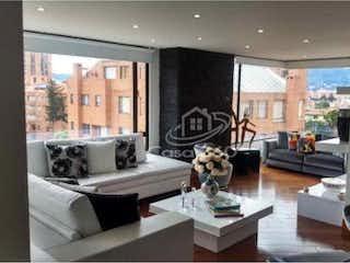 Una sala de estar llena de muebles y una ventana en Apartamento en venta en Niza Norte de 150m2