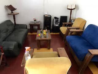 Una sala de estar llena de muebles y un sofá en Casa en venta en Parque, de 254mtrs2