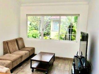 Una sala de estar llena de muebles y una ventana en Casa en venta en El Molino de 358mts