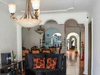 Una imagen de una sala de estar con muebles y decoración en Casa en venta 140m2 Cabañitas Bello