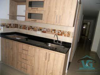 Una cocina con un fregadero y un horno de cocina en EDIFICIO OASIS
