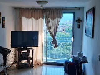 Una sala de estar llena de muebles y una televisión de pantalla plana en  rivera del valle