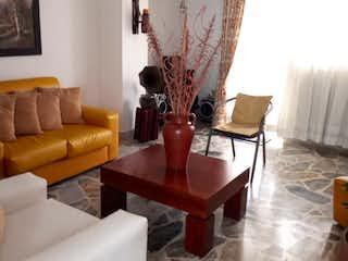 Una sala de estar llena de muebles y una ventana en Apartamento en venta en Velódromo, 146mt