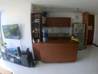 Una sala de estar llena de muebles y una televisión de pantalla plana en Apartamento en venta en Suramérica, de 80mtrs2