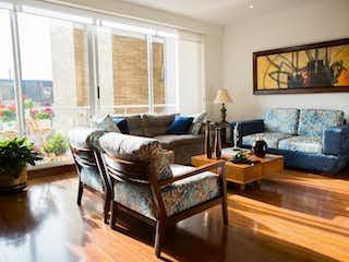 Una sala de estar llena de muebles y una televisión de pantalla plana en 100656 - Vendo Apartamento La Calleja