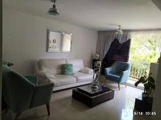 Una sala de estar llena de muebles y una ventana en Apartamento en venta en Suramérica, de 96mtrs2