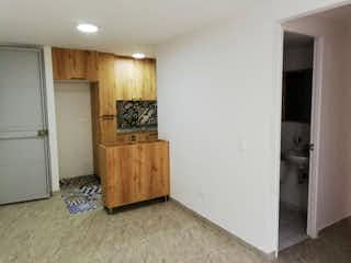 Una cocina que tiene un refrigerador en ella en Apartamento en venta en Fontibón, 52mt