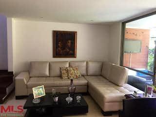 Una sala de estar llena de muebles y un sofá en Barichara