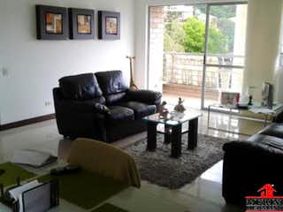Una sala de estar llena de muebles y una ventana en SALTAMONTE