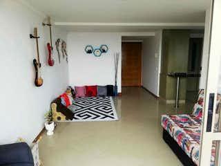 Una sala de estar con un sofá blanco y negro en RUIZ SEÑOR