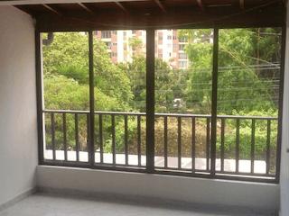 Una ventana que está en una habitación pequeña en Casa en venta en La Paz de 152mts