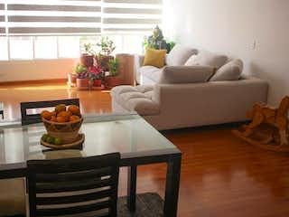Una sala de estar llena de muebles y una chimenea en Nicolas De Federman, Apartamento en venta en Barrio Nicolás De Federman de 93m²