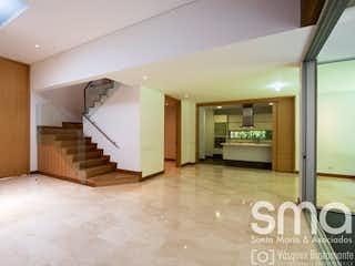 Un cuarto de baño con lavabo y un gran espejo en Casa en venta en San Lucas de 330mts