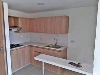 Un cuarto de baño con lavabo y bañera en Apartamento en venta en Restrepo Naranjo, 63mt