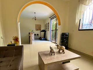 Un cuarto de baño con lavabo y un espejo en Casa en venta en El Chagualo, 128mt con balcon