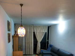 Una sala de estar llena de muebles y una ventana en Apartamento en venta en Velódromo, 105mt con balcon