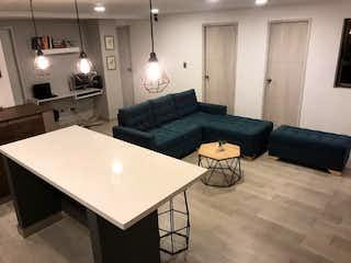 Una sala de estar llena de muebles y una mesa en Apartamento en venta en Florida Nueva, 86mt con balcon