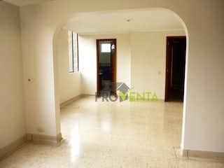 Una habitación que tiene una ventana en ella en Apartamento en Venta Poblado La Asomadera