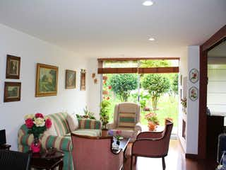 Una sala de estar llena de muebles y una ventana en Apartamento en Bojacá, Chía - 1 Habitación- 68m2.