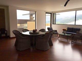 Una sala de estar llena de muebles y una gran ventana en Casa en venta en Vía La Calera, de 2717mtrs2 con dos terrazas