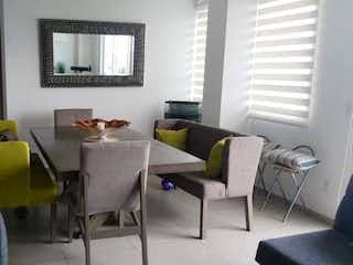 Una sala de estar llena de muebles y una ventana en Departamento en venta en Fuentes de Tepepan, de 117mtrs2