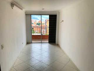Un cuarto de baño con ducha y una ventana en Venta Apartamento, Medellín