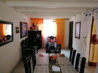 Una sala de estar llena de muebles y una chimenea en Casa en venta en El Porvenir, 110mt de dos niveles
